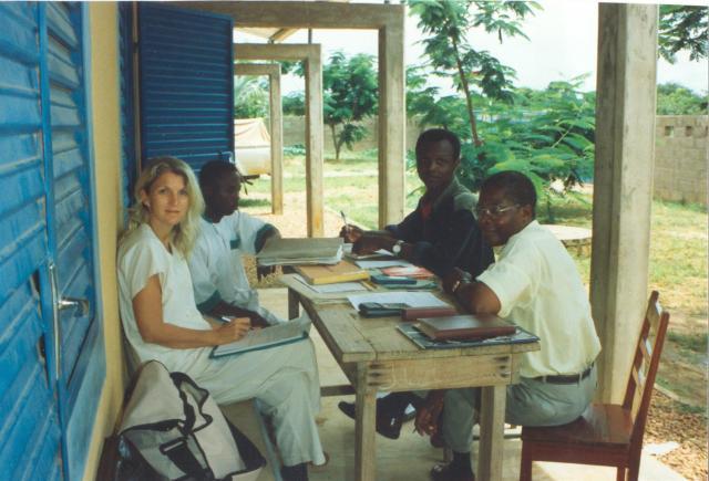 Als Entwicklungshelferin für den Deutschen Entwicklungsdienst (DED) in Benin/Westafrika, 2001.
