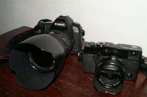 Kameraausrüstung: Canon und Fuji X-Pro1.
