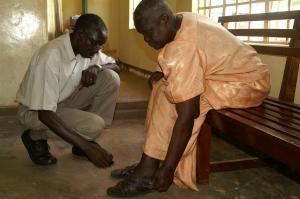 Dr. Kawuma, international bekannter Lepra-Experte.