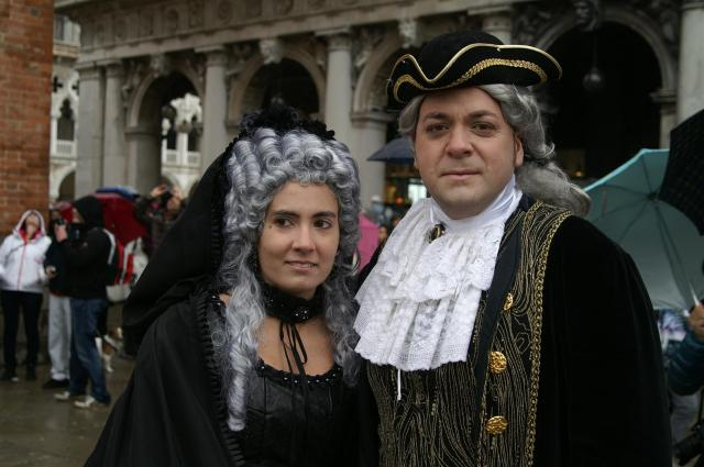 Für Kostüme aus dem 17. Jahrhundert haben sich Giada und Paulo entschieden.