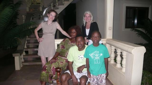 Was für ein Zufall. Ich treffe Gundula bei ihren Freunden in Lomé. Sie lebt jetzt in Italien. Wir haben uns vor vielen Jahren im Niger, Westafrika kennengelernt.