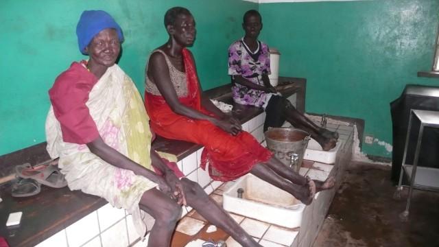 """Asceta Milunga, Lepra-Patientin: """"Ich hoffe, dass meine Behandlung an Weihnachten abgeschlossen ist und ich nach Hause gehen kann. Schön wäre ein eigener kleiner Laden, mit dem ich meinen Lebensunterhalt verdiene."""""""