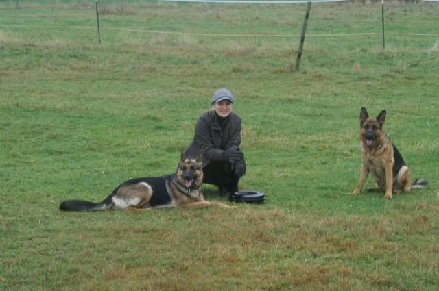 Mein Frauchen mit Ronja und Senta.