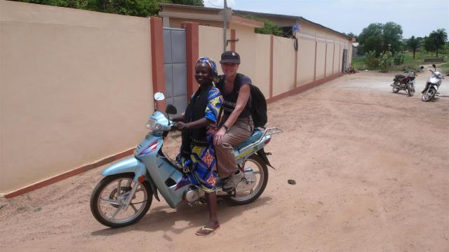 Mit dem Moped unterwegs in Parakou/Benin/Motorbike ride in Parakou/Benin.