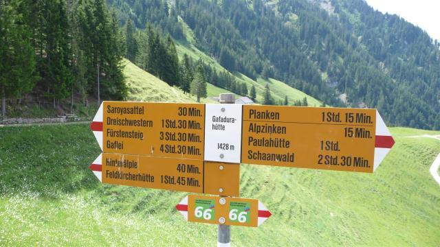 Wandern in Liechtenstein./In the mountains of Liechtenstein.