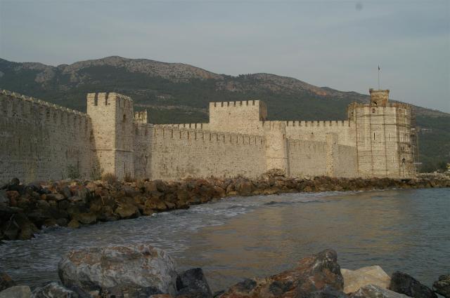 Entlang der türkischen Südküste. Kreuzritterburg in Anamur./Along the Turkish Southern Coast. Crusader Castle in Anamur.