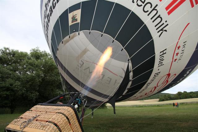"""03 Dadurch wird der Ballon nach dem archimedischen Prinzip """"leichter als Luft"""". (Large)"""