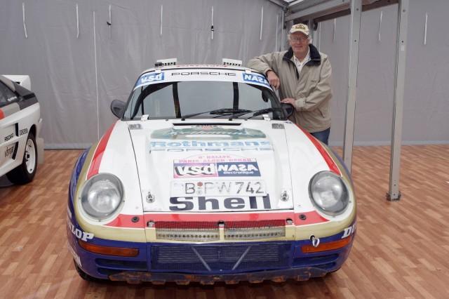 """Das Treffen von zwei Legenden: Der schwedische Rallyefahrer Björn Waldegard (""""Walle"""", gestorben 2014) und der Porsche 959. Foto: Porsche."""