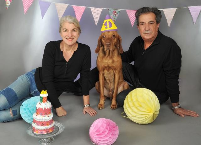 Das offizielle Geburtstagsfoto mit Frauchen und Herrchen.