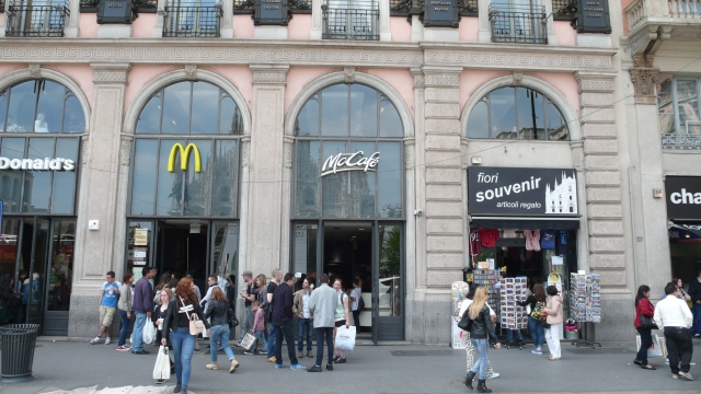 This place was once the restaurant Carminati, where the first Armani fashion show took place. Today it is a McDonald's.