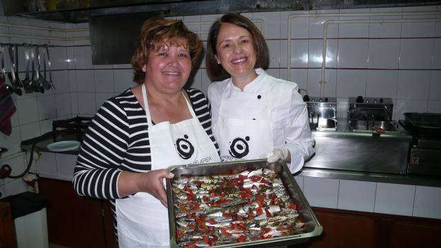 TV-Köchin Jotta Mitsiou-Polychronidou (rechts) hat die Leidenschaft für gutes Essen von ihrer Mutter geerbt.