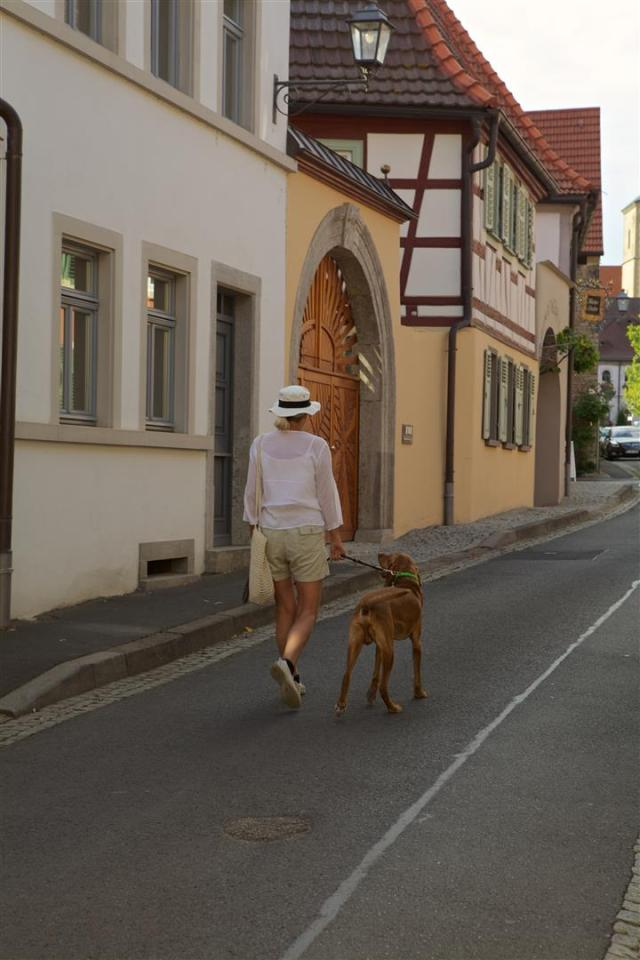 We are in Sommerach. Enjoy with us the stroll through the village. In Part II you will even discover more. Soon!