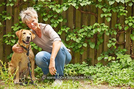 Mit ihrem Herzenshund Lasko.