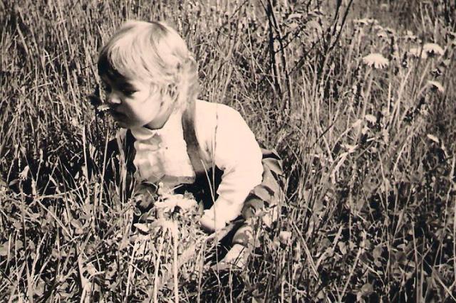 Sabine mit Blumen 001
