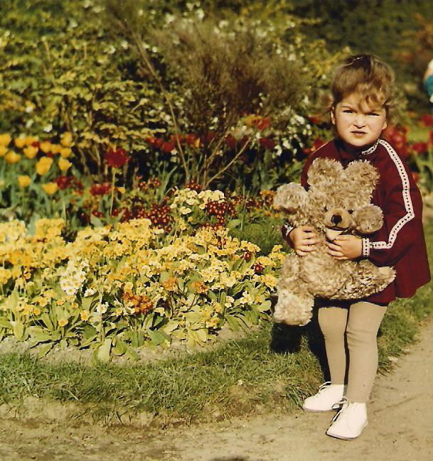Sabine mit Teddy 001