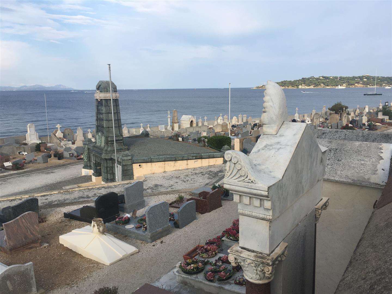 Saint Tropez: Friedhof mit Meerblick