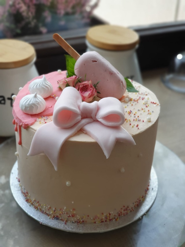 Pretty-in-pink-cake
